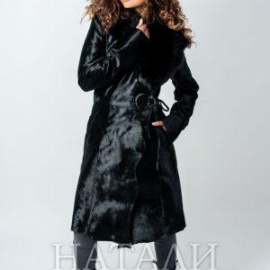 уникално дълго палто от пони с богата яка от лисица